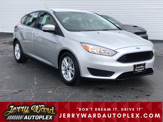 Pre-Owned 2017 Ford Focus Hatch SE