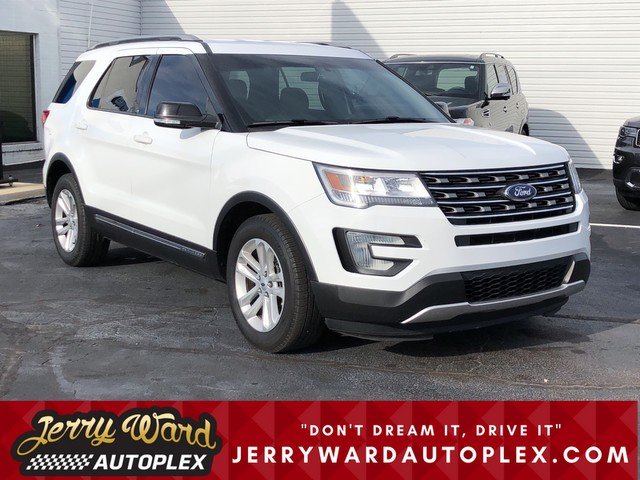Pre-Owned 2017 Ford Explorer FWD XLT